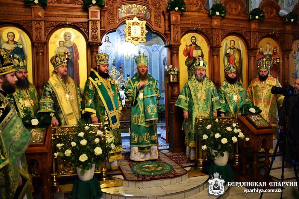 Бердянский Архипастырь молитвенно отметил день тезоименитства