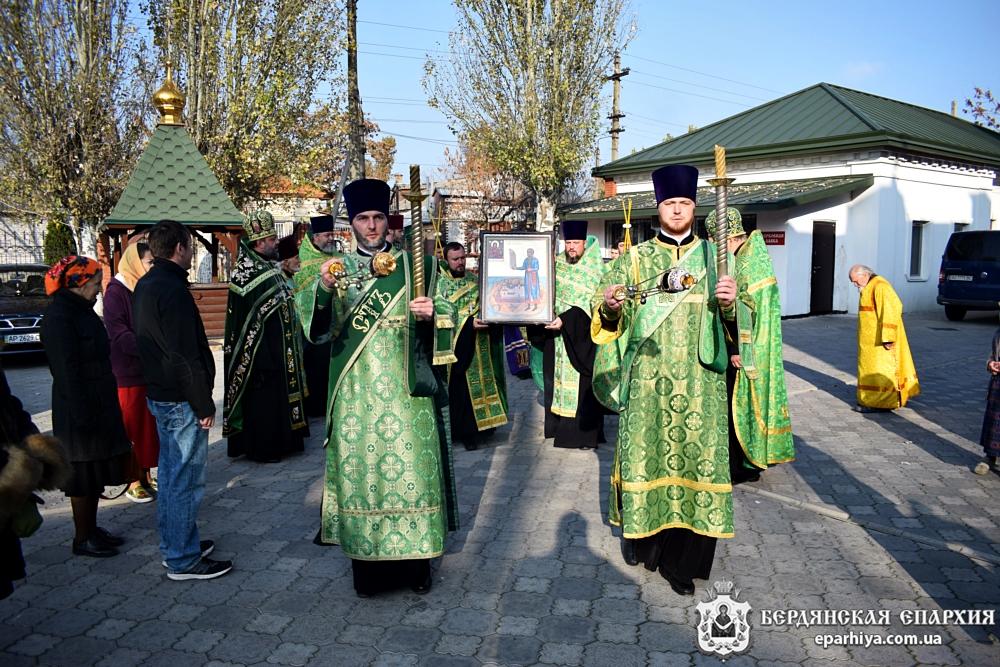 Для поклонения верующих Бердянска в кафедральный собор прибыли икона с частицей мощей прав.Петра Калнышевского