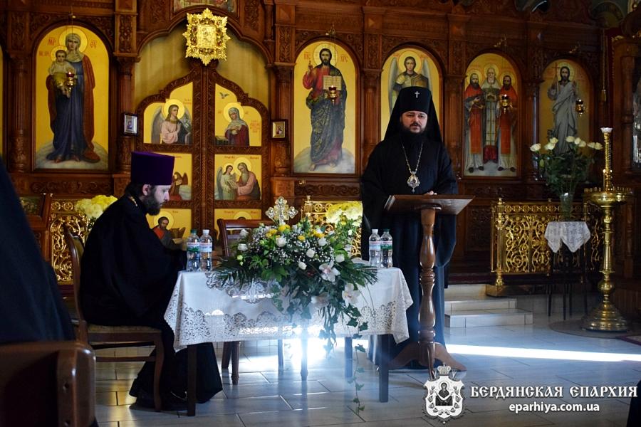 В главном храме Бердянской епархии состоялось годовое общеепархиальное собрание духовенства