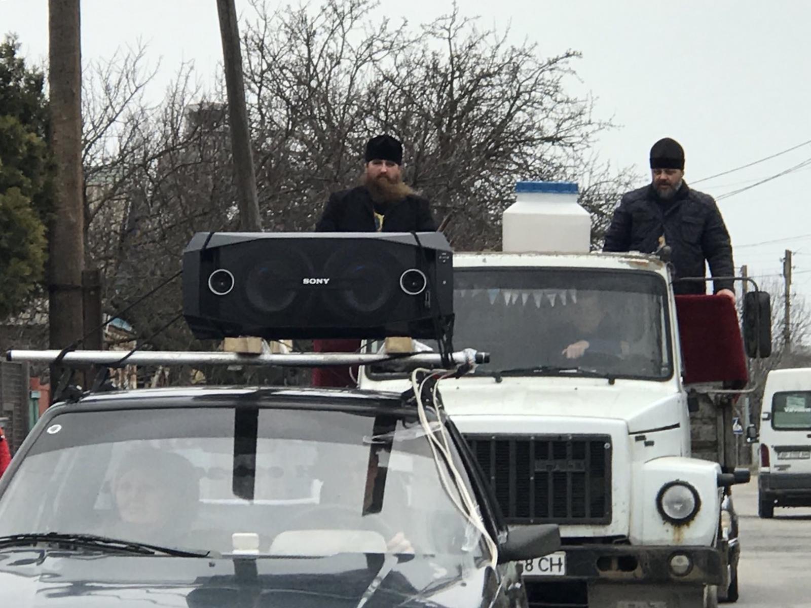 В Бердянске прошел автомобильный крестный ход против коронавируса