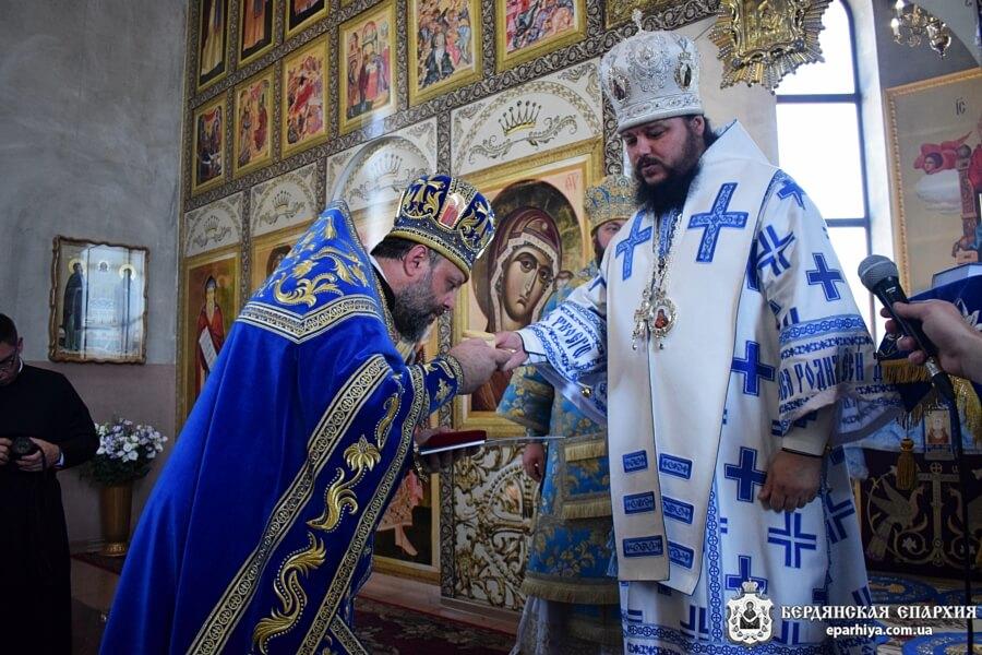 Архиепископ Ефрем поздравил благочинного Бердянского церковного округа с 50-летием