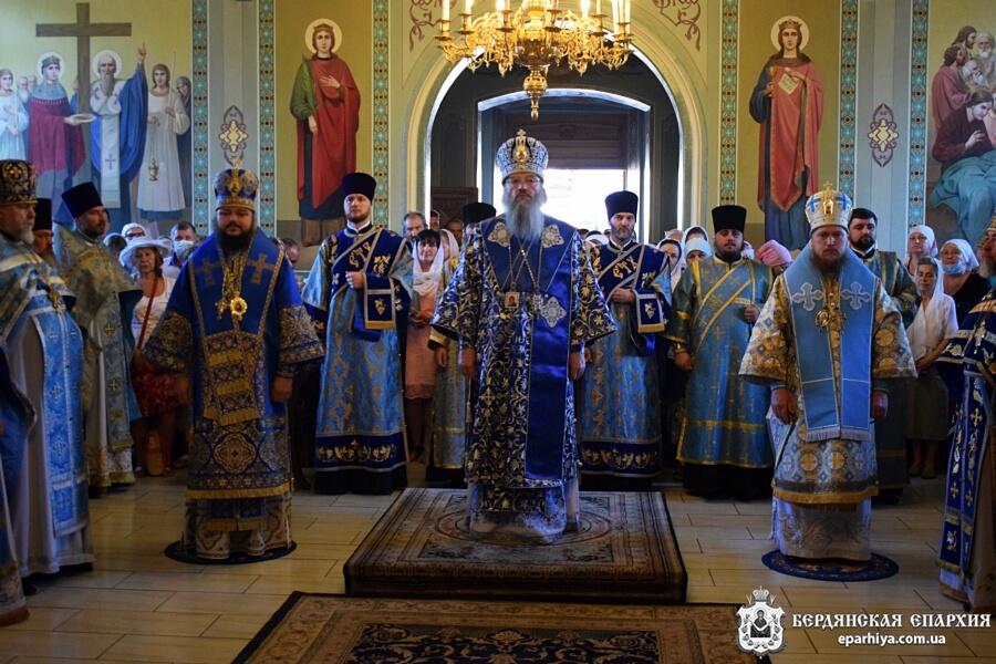 В Бердянске молитвенно отметили день чествования чудотворной иконы Пресвятой Богородицы «Троеручица-Бердянская»