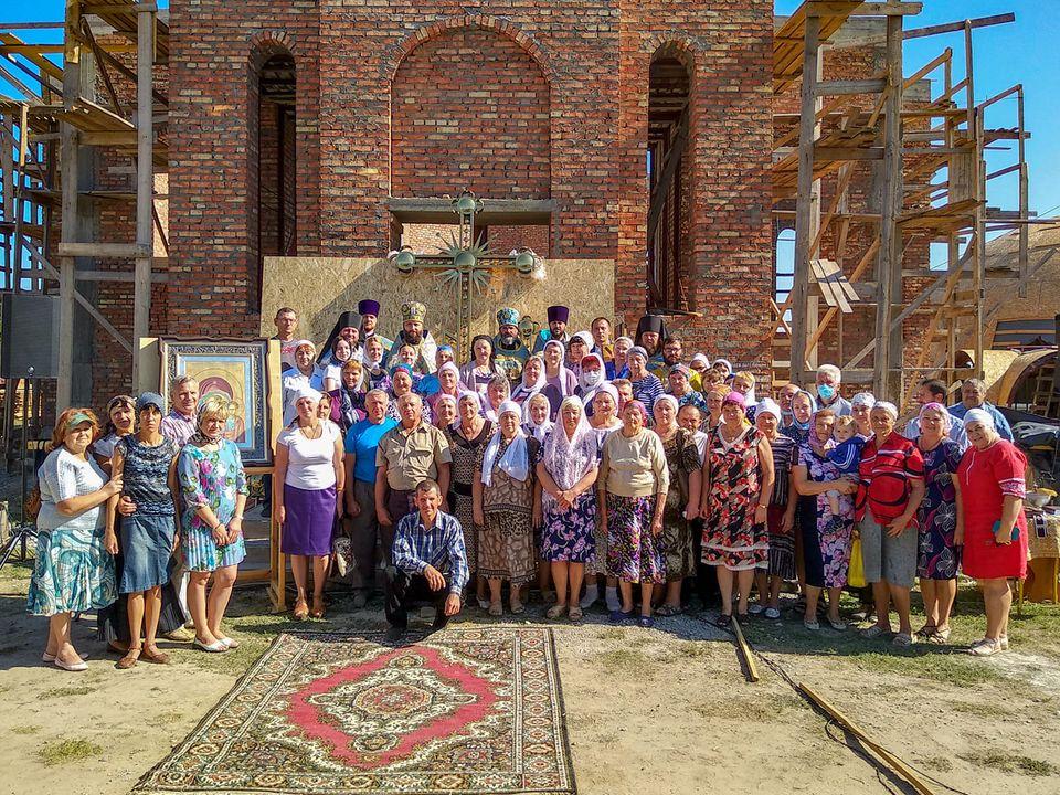 В Акимовке состоялось освящение крестов и куполов для строящегося храма Казанской иконы Богоматери