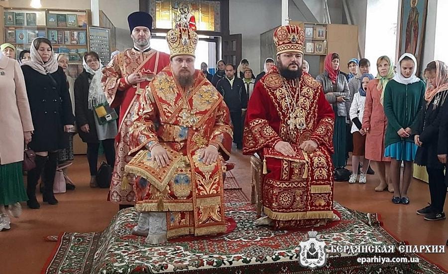 Бердянский и Роменский Архиереи поздравили с днем тезоименитства настоятельницу Свято-Успенского женского монастыря с.Приморское