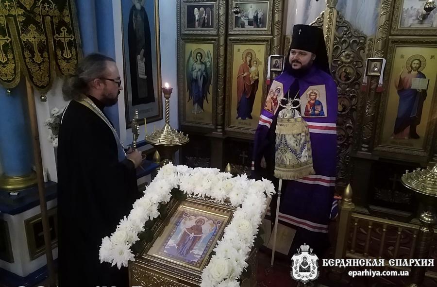Бердянский Архипастырь совершил всенощное бдение в канун праздника Покрова Богородицы в Покровском храме Бердянска