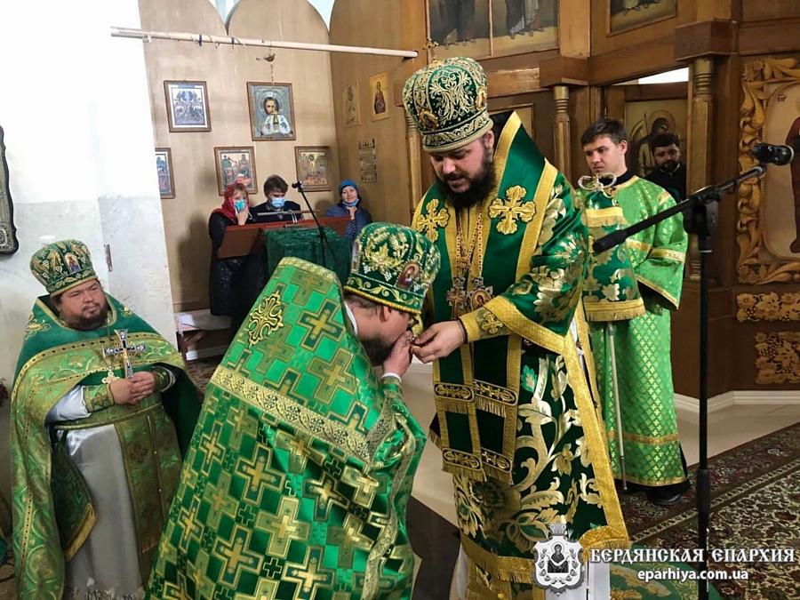 Два Архипастыря возглавили торжественное богослужение по случаю 40-летия Токмакского благочинного
