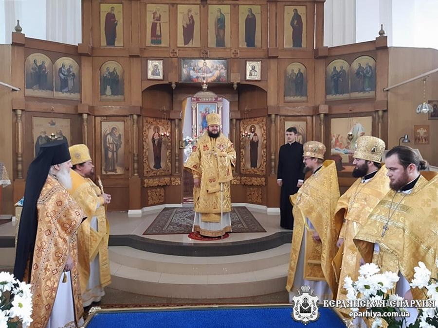 Архиепископ Ефрем поздравил благочинного Токмакского округа с 20-летием пресвитерской хиротонии