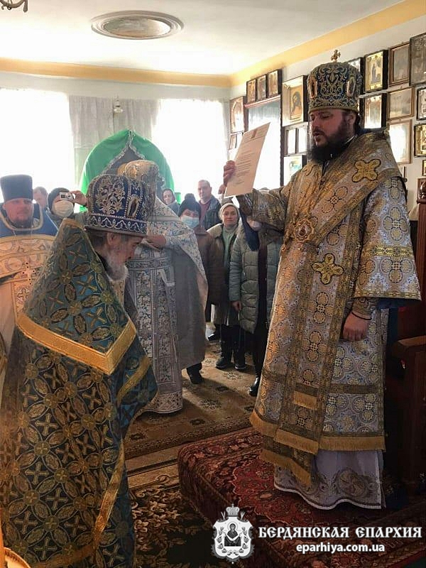 Правящий Архипастырь поздравил с 80-летием настоятеля Спасо-Преображенском храма с.Осипенко, Бердянского округа