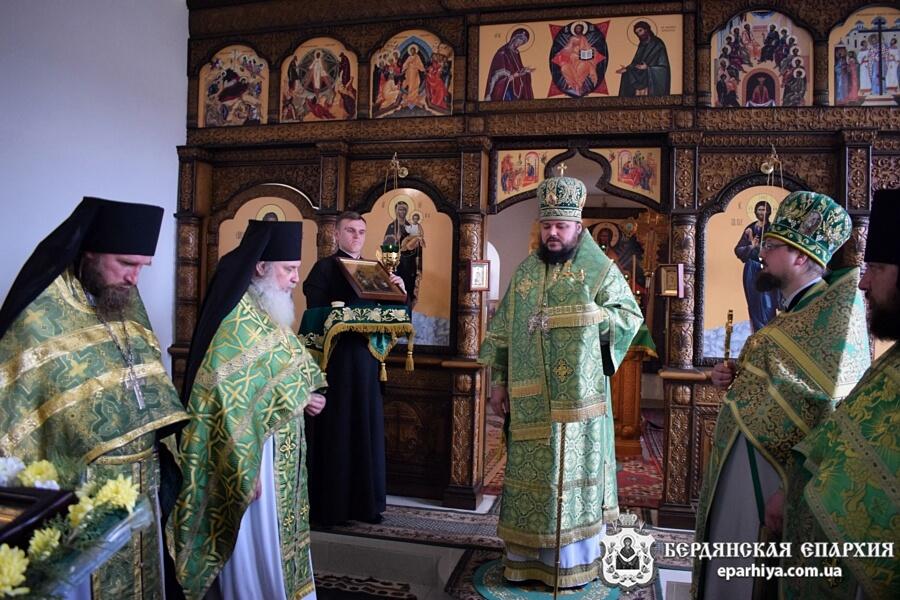 В день памяти Ксении Блаженной Правящий Архиерей совершил богослужение в Свято-Амвросиевском мужском монастыре г.Токмак