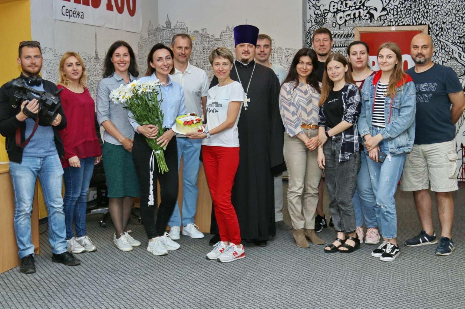 Представители епархии поздравили журналистов редакции информационной группы «ПРО100»