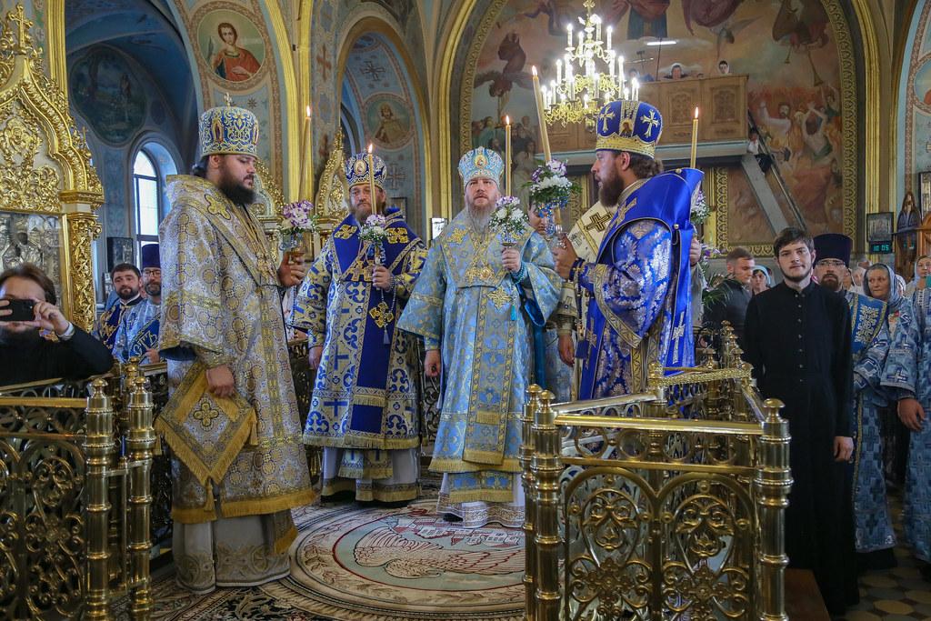 В день Песчанской иконы Богоматери Бердянский Архипастырь принял участие в праздновании 195-летия со дня освящения Вознесенского собора в г.Изюм